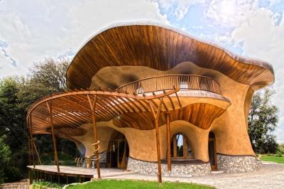 Hlavní konstrukci stavby tvoří dřevěné konstrukce