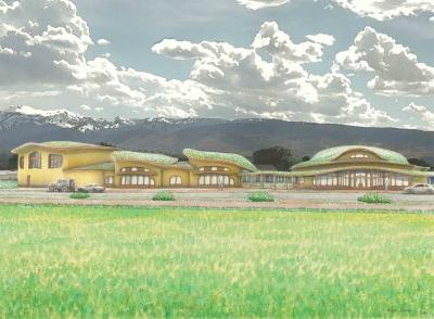 Pohled na waldorfskou školu ze západní strany. Organicky tvarované střechy korespondují s charakterem krajiny v okolí. Uprostřed vidíme sníženou část střech, kde je vstup do areálu.